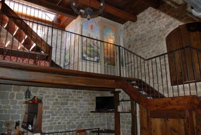 Scaletta In Legno Antica : Sala pranzo soggiorno antica torre medievale del cassero